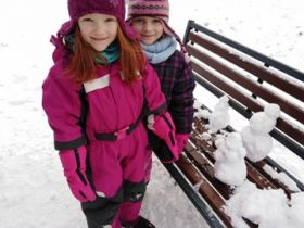 2021 - Zimní radovánky - Sněhulák před školkou: víkendová aktivita rodičů a dětí